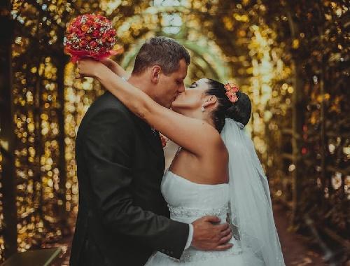 Read more about the article Тосты на свадьбу про поцелуй
