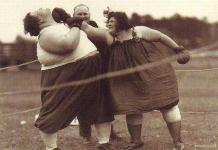 Веселые толстушки