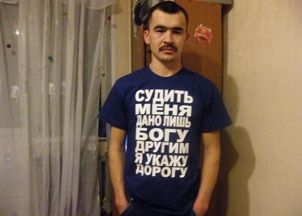 Люди в прикольных футболках