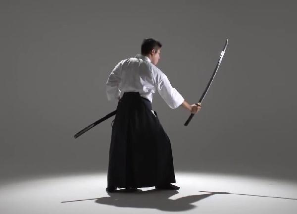 самурай с мечом катана