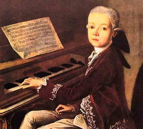юный моцарт играет