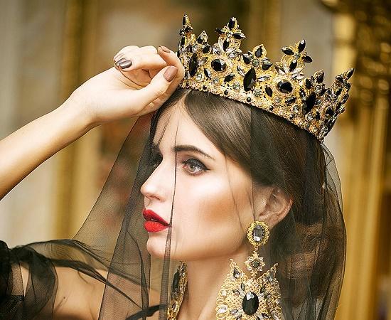 Read more about the article Интересные факты о королевах