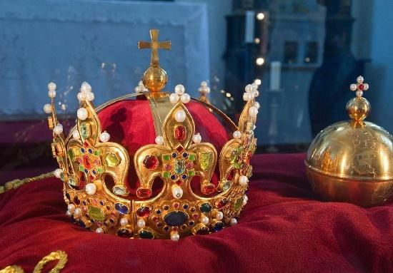 Read more about the article Интересные факты о королях и императорах